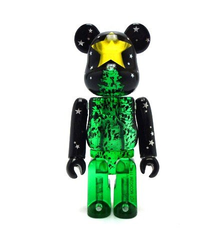 Christmas 2011 Be@rbrick 100% figure, produced by Medicom Toy. Front view.