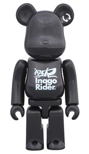 175R BLACK STAR BE@RBRICK 100% figure, produced by Medicom Toy. Front view.