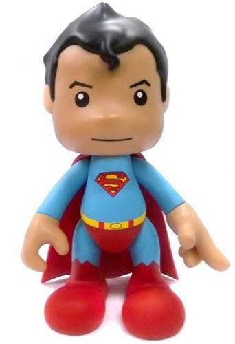 8 Superman - Regular figure by Dc Comics, produced by Artoyz Originals. Front view.