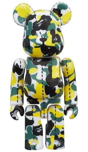 A BATHING APE 28TH ANNIVERSARY BAPE CAMO #1 BE@RBRICK 100% figure, produced by Medicom Toy. Front view.