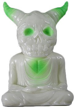 ALAVAKA - Green Kaiju Spray figure by Toby Dutkiewicz, produced by DevilS Head Productions. Front view.