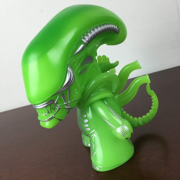 Alien Xenomorph, Green GID Variant, Loot Crate Exclusive figure, produced by Titan Merchandise. Side view.
