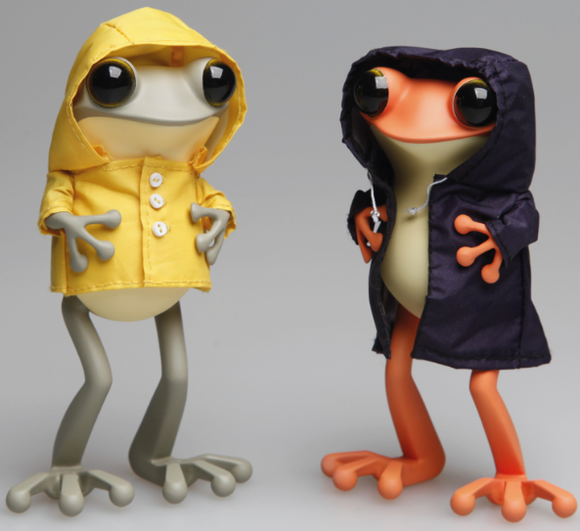 Apo Frog (Yellow Raincoat Ver.) figure by Twelvedot, produced by Twelvedot. Front view.