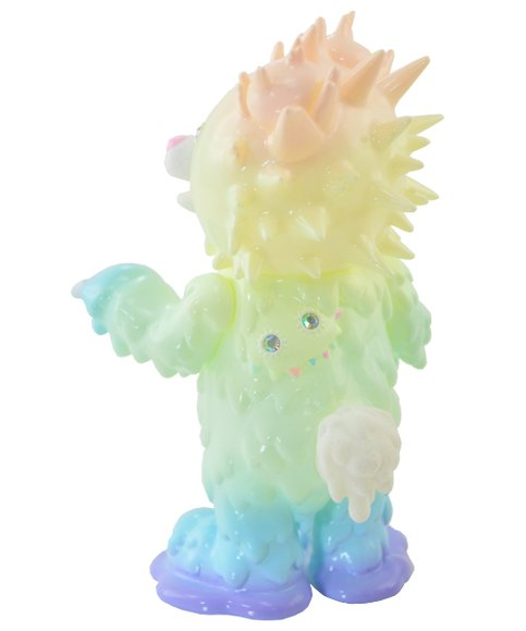 Baby inc 7th color - Pastel Rainbow (GID) figure by Hiroto Ohkubo, produced by Instinctoy. Back view.