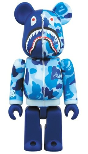 BAPE(R) CAMO SHARK BE@RBRICK figure, produced by Medicom Toy. Front view.