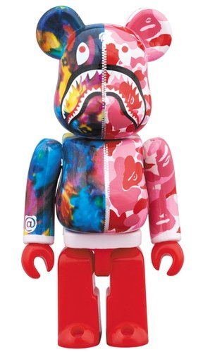 BAPE(R) × M / mika ninagawa SHARK BE@RBRICK 100% figure, produced by Medicom Toy. Front view.