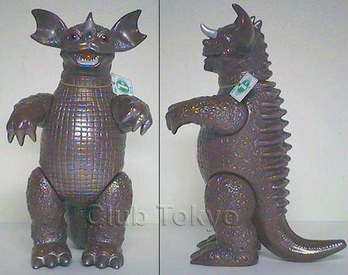 Baragon figure, produced by M1Go. Front view.