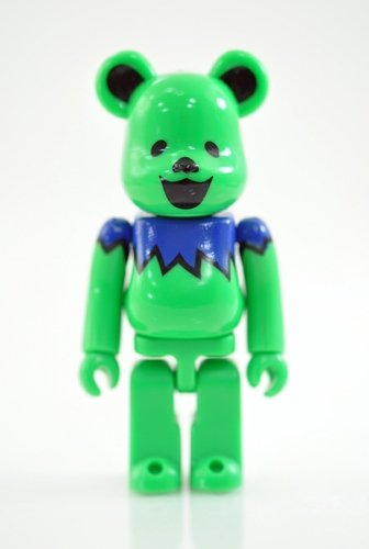 BE@RBRICK 29 - ARTIST (Grateful Dead) figure, produced by Medicom Toy. Front view.