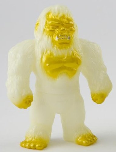 Bigfoot (ビッグフット) - GID figure, produced by Iwa Japan. Front view.