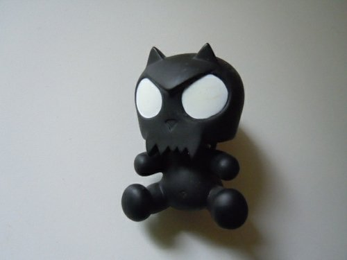 Black Baby Devil Toyer Qee figure by Toy2R, produced by Toy2R. Front view.