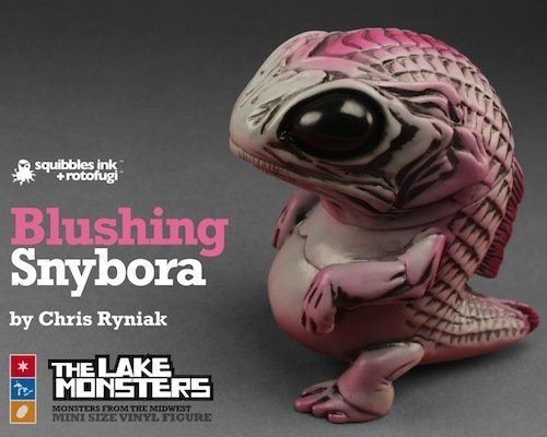 Blushing Snybora figure by Chris Ryniak, produced by Squibbles Ink + Rotofugi. Side view.