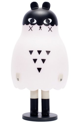Boo Bear figure by Andrea Kang, produced by Mighty Jaxx. Front view.