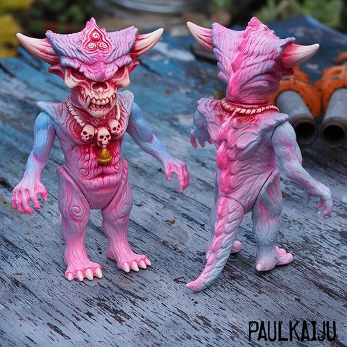 BUTTERCUP APALALA figure by Toby Dutkiewicz X Paul Kaiju, produced by Devils Head Productions. Front view.