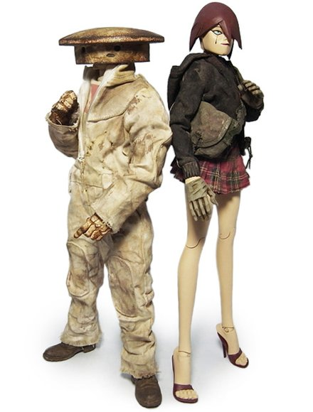 Cherry Shadow and Sanakhte Bodyguard Zombot figure by Ashley Wood, produced by Threea. Front view.