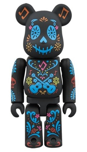 coco BE@RBRICK 100% figure, produced by Medicom Toy. Front view.