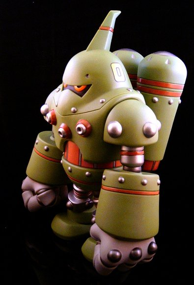 Combat-R Zero Swamp figure by Robert De Castro, produced by Atomic Mushroom. Side view.