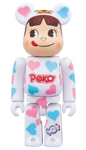 Costume Peco-chan Heart BE@RBRICK 100% figure, produced by Medicom Toy. Front view.