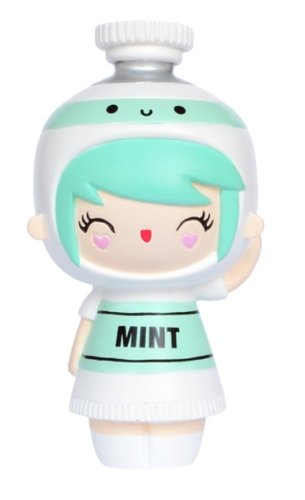 Create Mint figure by Momiji, produced by Momiji. Front view.