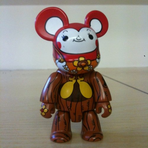 CuCu Mouse red figure by Kei Sawada, produced by Toy2R. Front view.