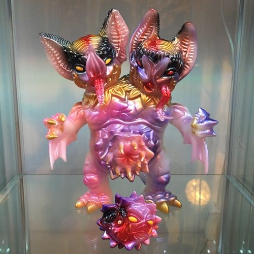 Dual Bat (ToyconUk 2017 exclusive) figure by Paul Kaiju, produced by Self Produced. Front view.