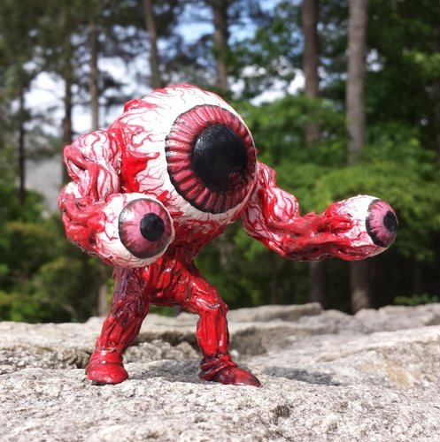 Eye Guy figure by Monsterforge. Front view.