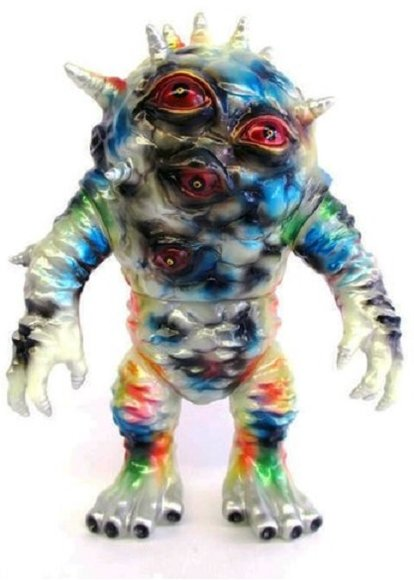 Eyezon [BLObPUS Paint Ver] GID figure by Blobpus, produced by Max Toy Co.. Front view.