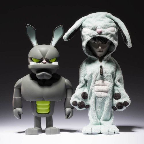 False friends reignited (anniversary ) figure by Mark Landwehr / Sven Waschk, produced by Coarsetoys. Front view.