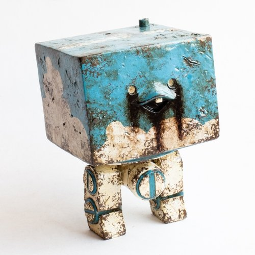 Fat Cloud Square figure by Ashley Wood, produced by Threea. Front view.