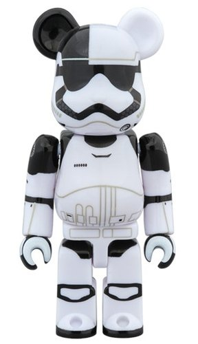 FIRST ORDER STORMTROOPER EXECUTIONER BE@RBRICK 100% figure, produced by Medicom Toy. Front view.