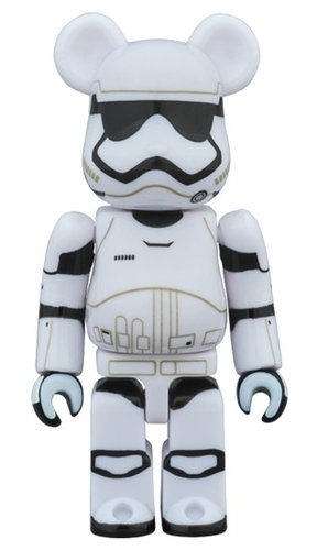 FIRST ORDER STORMTROOPER STAR WARS BE@RBRICK 100% figure, produced by Medicom Toy. Front view.