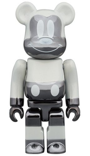 fragmentdesign MICKEY MOUSE REVERSE Ver. BE@RBRICK 100% figure, produced by Medicom Toy. Front view.