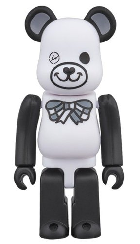 FREEMASONRY × fragmentdesign WHITE BE@RBRICK 100% figure, produced by Medicom Toy. Front view.