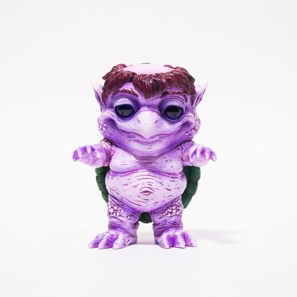 Frekkle (purple) figure by Scott Tolleson, produced by Unbox Industries. Front view.