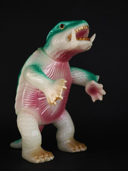 Gamera Glow-in-the-Dark figure by Yuji Nishimura, produced by M1Go. Side view.