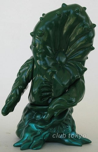 Greenmons Unpainted Green figure by Yuji Nishimura, produced by M1Go. Front view.