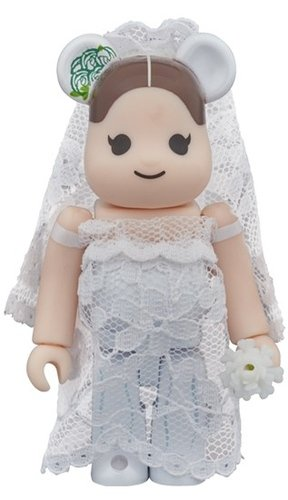 Greeting marriage 2 PLUS BE@RBRICK 100% figure, produced by Medicom Toy. Front view.