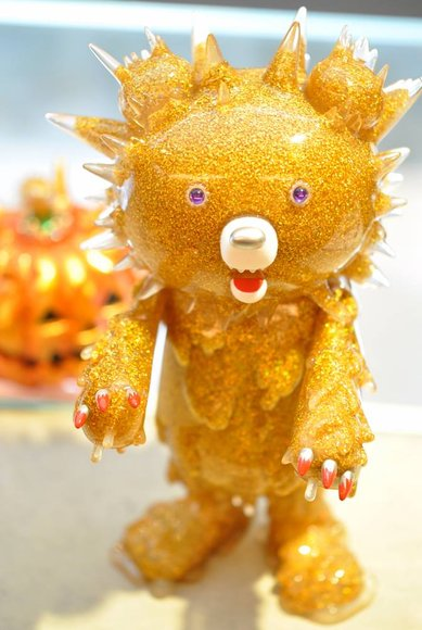 HALLOWEEN INC 2014 - Gold King figure by Hiroto Ohkubo, produced by Instinctoy. Front view.