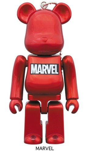 Happy lottery MARVEL MARVEL logo BE@RBRICK 100% figure, produced by Medicom Toy. Front view.