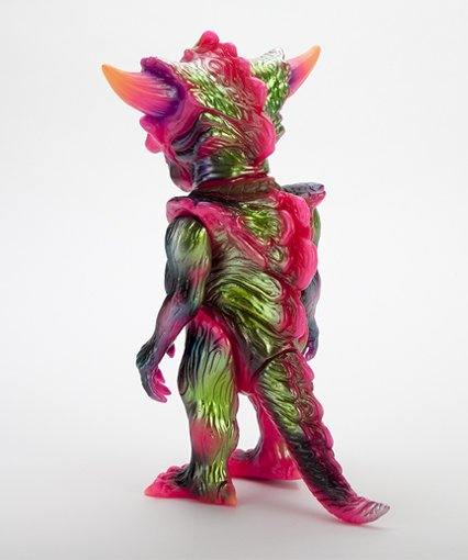 HELLOPIKE  x APALALA (A) figure by Hellopike X Toby Dutkiewicz, produced by Devils Head Productions. Back view.