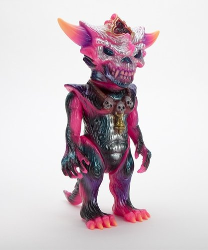 HELLOPIKE  x APALALA (A) figure by Hellopike X Toby Dutkiewicz, produced by Devils Head Productions. Front view.