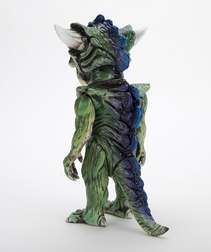 HELLOPIKE x APALALA (B) figure by Hellopike X Toby Dutkiewicz, produced by DevilS Head Productions. Back view.