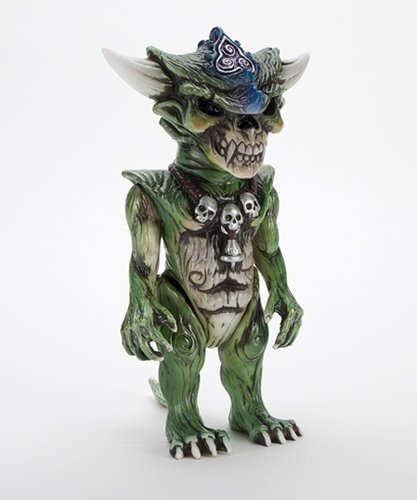 HELLOPIKE x APALALA (B) figure by Hellopike X Toby Dutkiewicz, produced by DevilS Head Productions. Front view.
