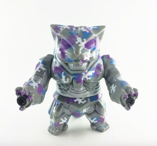 Hex camo mk3 Nekoron figure by Obsessed Panda ( Michael Devera), produced by Max Toy Co.. Front view.