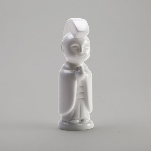 JIZO-ANARCHO ASSEMBLED UNPAINTED WHITE KIT figure by Toby Dutkiewicz, produced by Devils Head Productions. Front view.