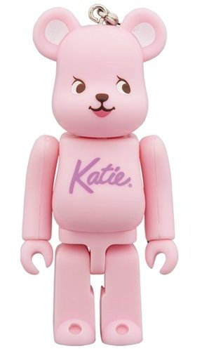Katie BE@RBRICK 100% figure, produced by Medicom Toy. Front view.