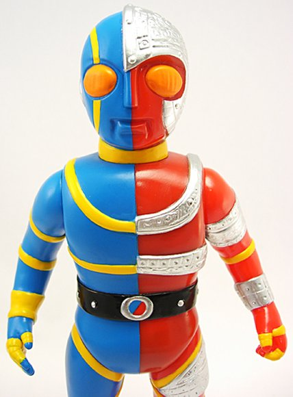 Kikaida/ Kikaider 01 (キカイダー01) figure by Mark Nagata, produced by Max Toy Co.. Detail view.