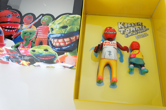 Killer Tomato figure by Yukinori Dehara . Packaging.