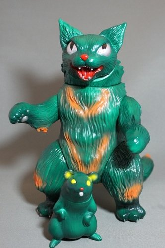 King Negora - Mutant figure by Mark Nagata, produced by Max Toy. Front view.