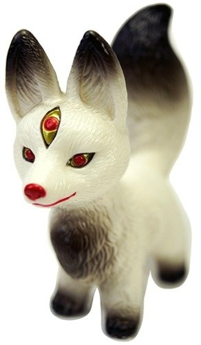Kitsura figure by Candie Bolton, produced by Max Toy Co.. Front view.