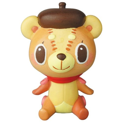 Kuma Kuma (Brown hat) figure by Hikari Bambi, produced by Medicom Toy. Front view.